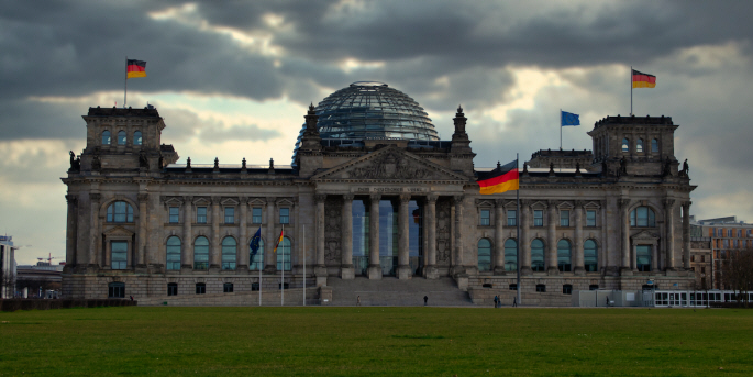 Det tyska parlamentet, Bundestag, antog i juni en ny lag som ställer krav på att företag måste ta ansvar för övergrepp på mänskliga rättigheter i hela leverantörskedjan.