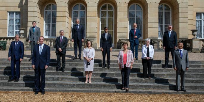 G7-ländernas finansministrar, EU:s ekonomikommissionär och cheferna för OECD, IMF, Världsbanken och Financial Stability Board (FSB) samlas utanför Lancaster House, i London, Storbritannien.