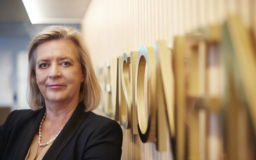 Sveriges riksrevisor Helena Lindberg vill stötta kollegor utomlands.