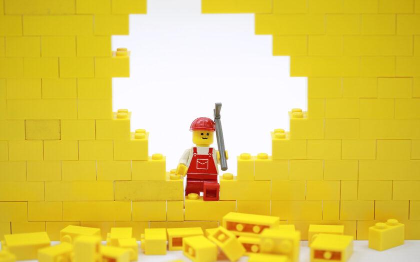 Lego slår ett slag för Afghanistans flyktingar