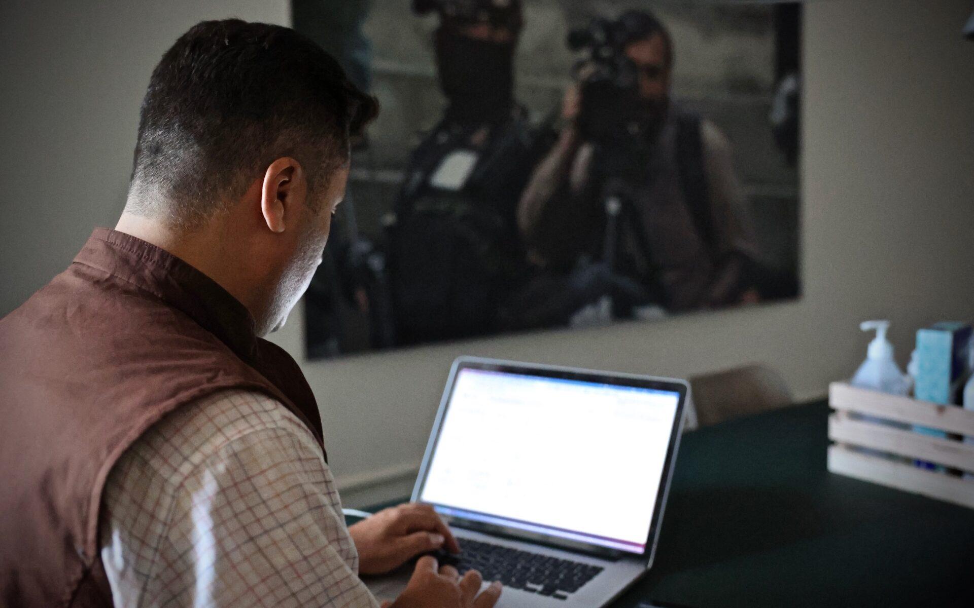 Najib Sharifi är ordförande för organisationen Afghanistan Journalists Safety Committee, AJSC