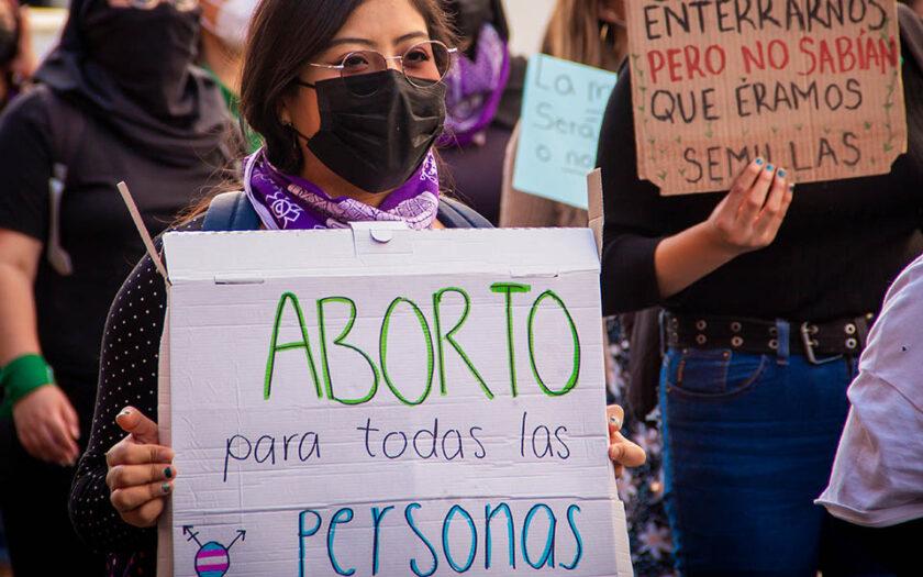 Aborträtt för alla människor, står det på skylten. Demonstration i Puebla, Mexiko.