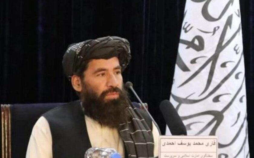 Qari Mohammad Yousuf Ahmadi, tillförordnad chef för media och regeringens media och informationscenter (GMIC), vid en presskonferens i Kabul.