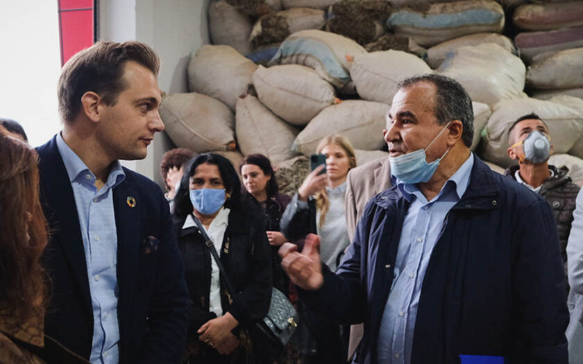 Biståndsminister Per Olsson Fridh besöker CNVP i Albanien, ett projekt för att stärka fattiga kvinnor på landsbygden.